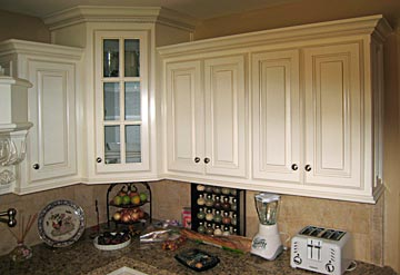 kitchen cabinets glass cabinet and crown molding & Custom Kitchen Cabinets from Darrynu0027s Custom Cabinets serving ...
